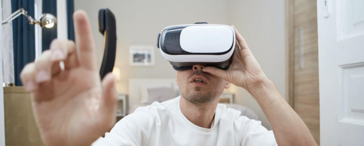 VR(仮想空間)を使った勉強には学習効率アップなどのメリットがある